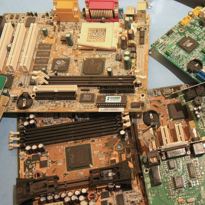 rachat de cartes informatiques au d p t recyclage ordinateurs. Black Bedroom Furniture Sets. Home Design Ideas